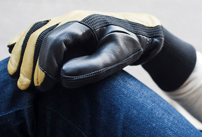 DESIGNER GLOVES ESPECIALLY FOR SPORTS